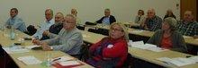 Interessierte Mitglieder verfolgen den Vortrag von Frank Stade